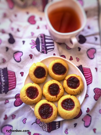 Easy cookies with jam